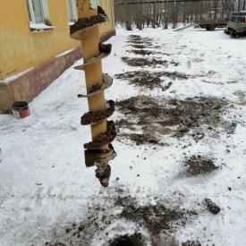Услуги ямобура. Бурение отверстий (ям) под столбы и опоры до 2 метров