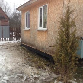 Подъём домов на винтовые сваи